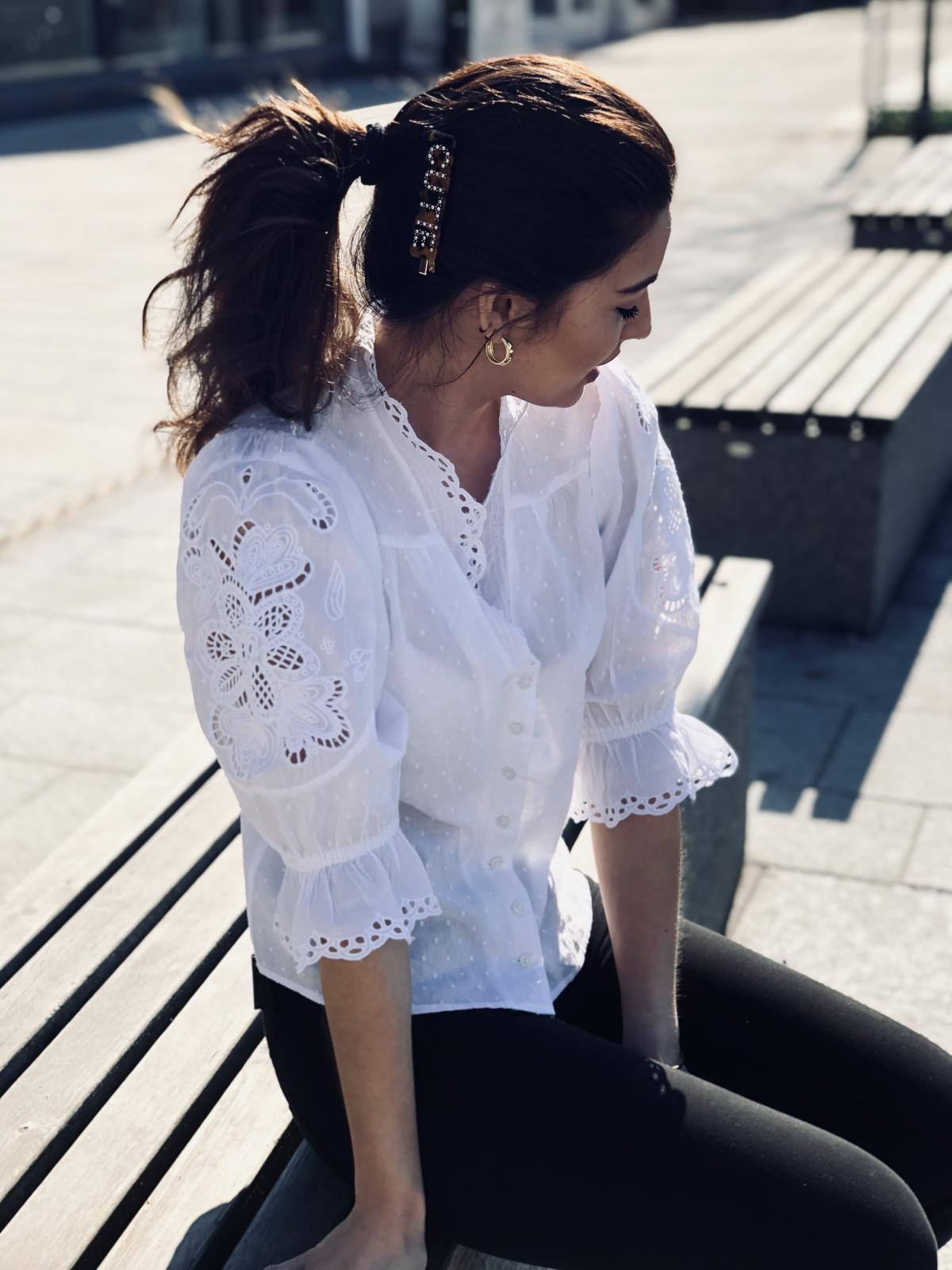 Bytimo Hvit Sunday Morning Shirt | Simply Fashion AS