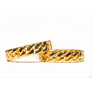 Curb Chain Medium Hoops - Gold