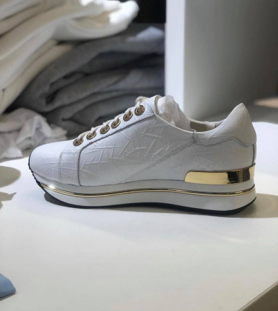 Hvite skinnsneakers