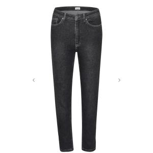 Astrid Slim Jeans - Washed Black