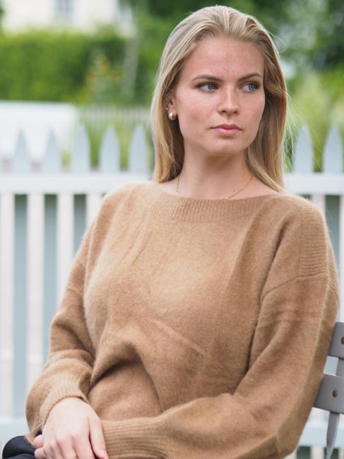 Malou, Sweater