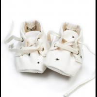 Baby Booties - KidWild (onesize) - Hvit med stjerner.