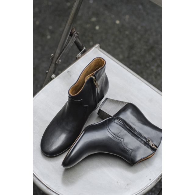 DICKER BOOTS