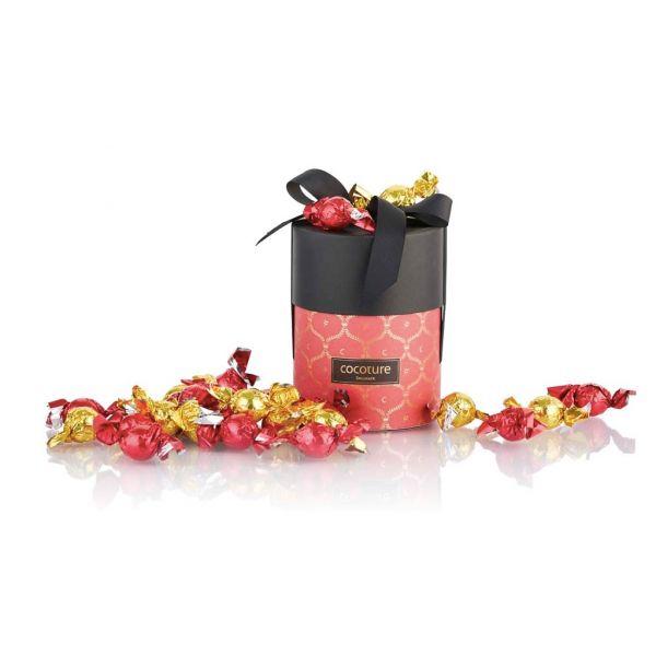 Rød gaveeske med fylte sjokoladekuler