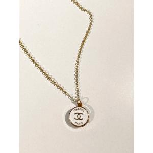 Chanel Medium - White/Gold