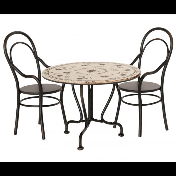 Dukkehusmøbler - bord og stoler