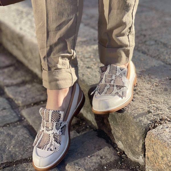 Frida Camelia white shoe