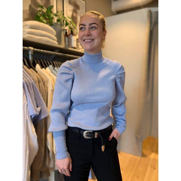 Marla genser lyseblå