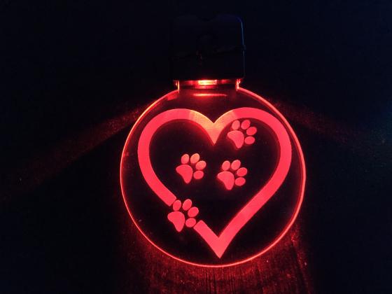 Nøkkelring med ledlys - Hjerte med poter