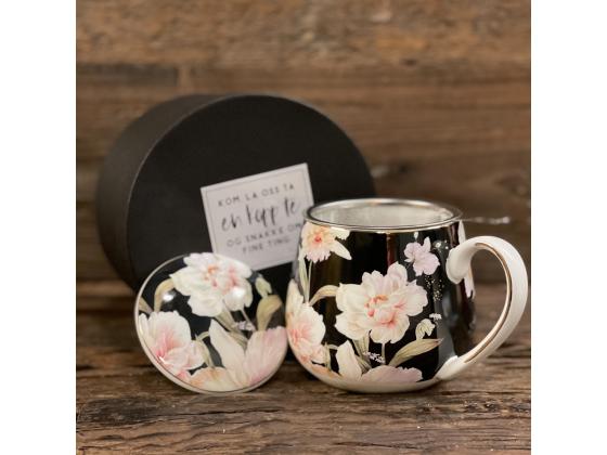 Tekopp med sil og lokk sort blomstret