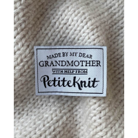 """PetiteKnit - """"Made By My Dear Grandmother""""-label"""