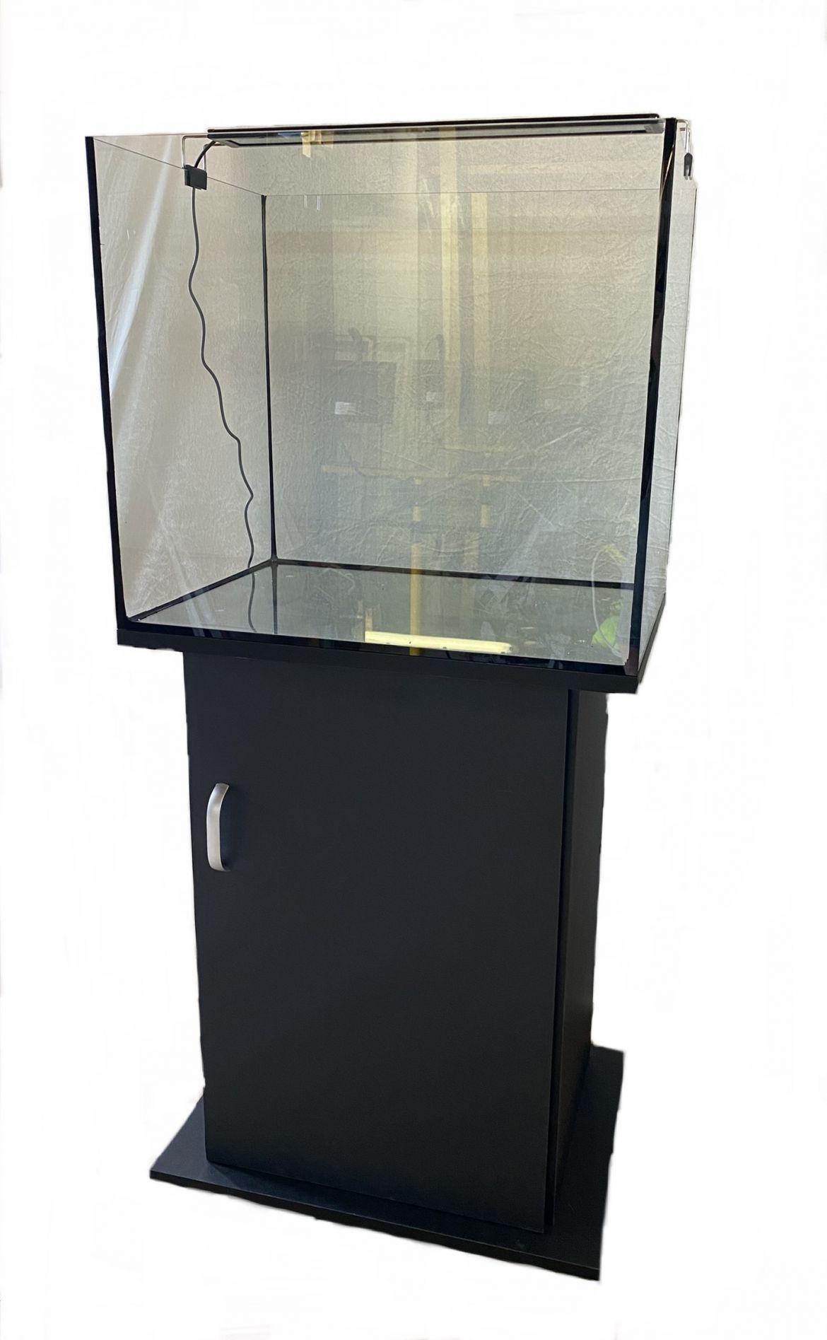 Akvarier og utstyr