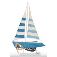 Blå seilbåt i tre