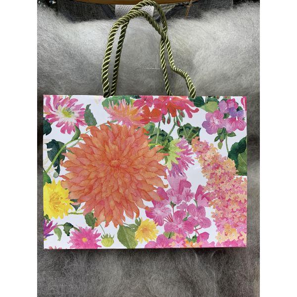 Gavepose Summer blooms