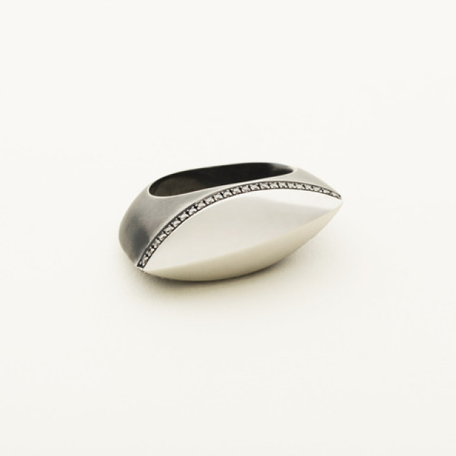 NAVETTE RING WITH DIAMOND