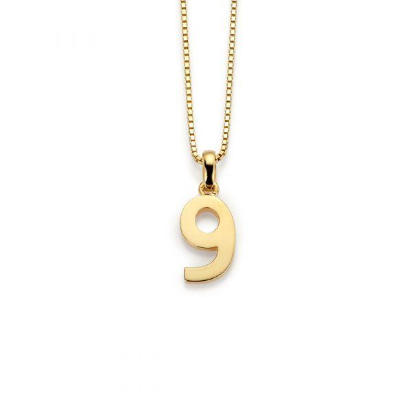 Halssmykke med 9-tall i forgylt sølv