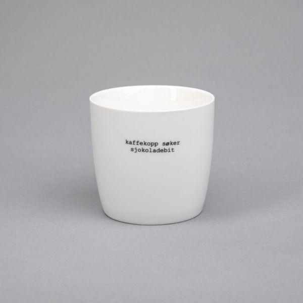 Krus hvit «kaffekopp søker sjokoladebit»