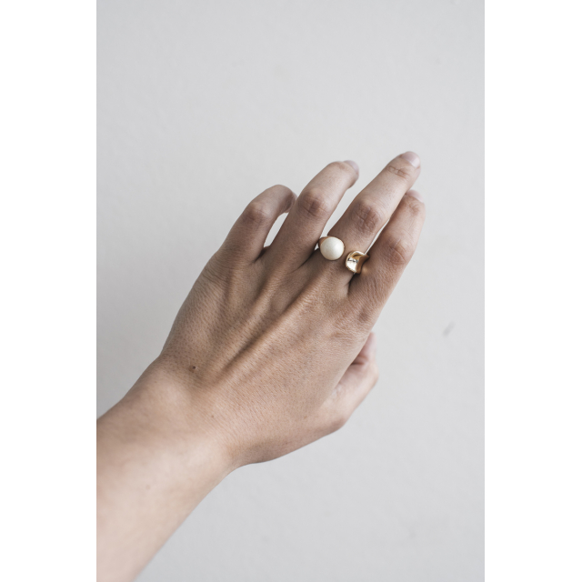ROUND PORCELAIN SILVER RING