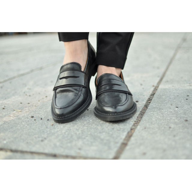 MARI LEATHER LOAFER
