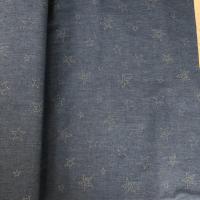 Jeansblått stoff med rhinestone stjerner