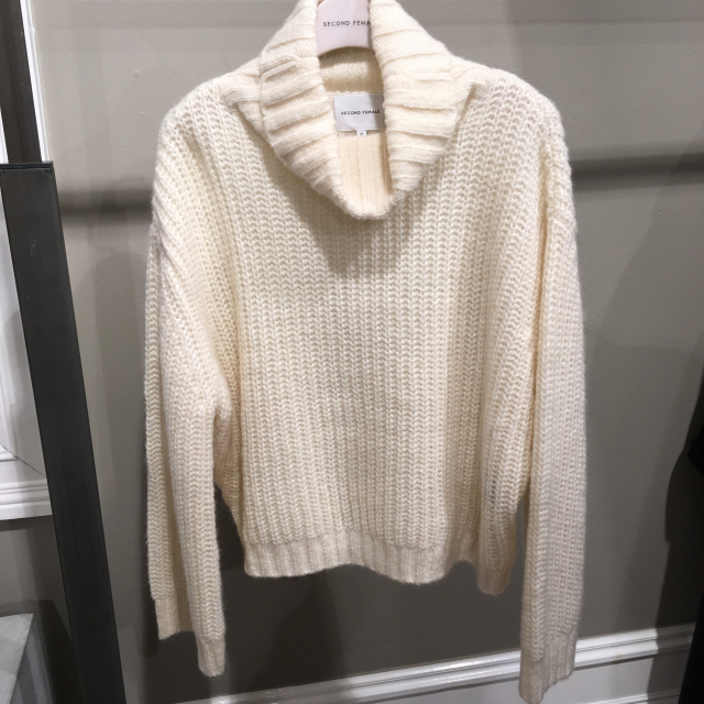 Moma Knit T-Neck
