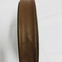 Skråbånd i imitert skinn mørk brun