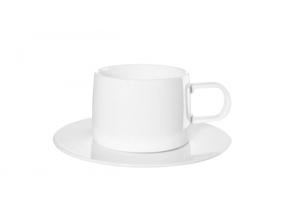 Hvit kopp med asjett