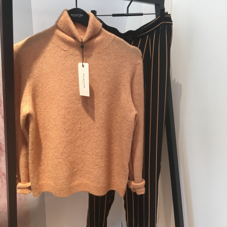 Sia Knit Rollneck